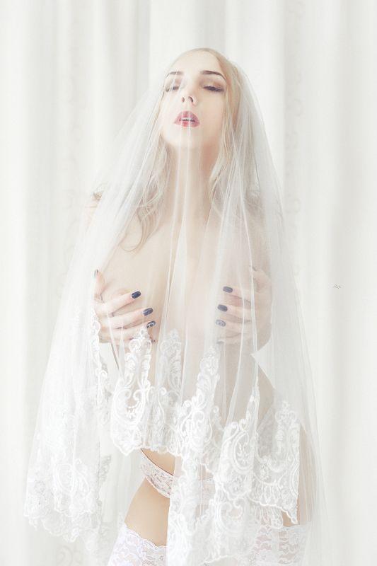 portrait, woman, bride, white, nude, natural light The white bridephoto preview