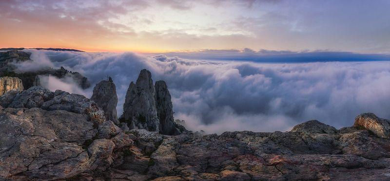 крым,ай-петри,туман, утро,скалы, гора, ландшафт,пейзаж,солнце,тучи Таинственная Ай-Петриphoto preview
