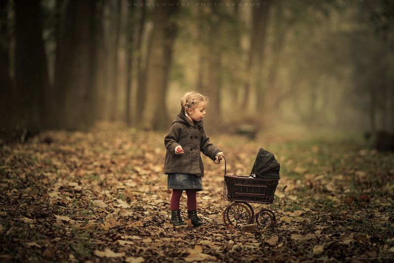 осенняя, колыбельная, autumn, lullaby, girl, cute, sweet, park, trees, leafs, foggy, mist, jesien осенняя колыбельнаяphoto preview