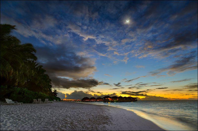 Закат с лунойphoto preview