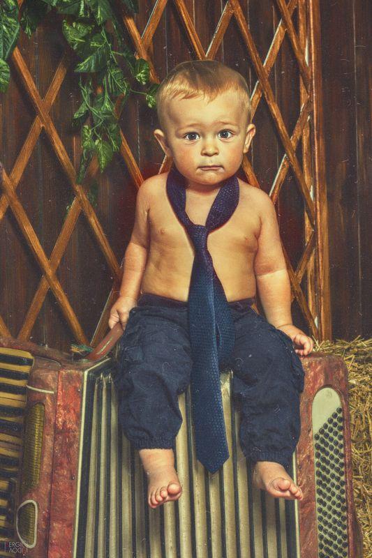 ребенок, гармошка, портрет Мужичок с гармошкойphoto preview