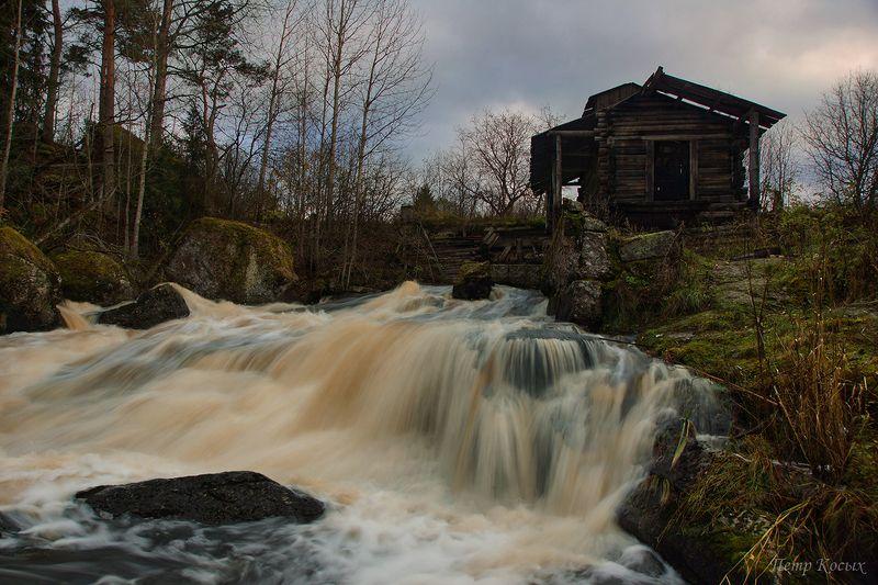 мельница, осень Заброшенная водяная мельницаphoto preview