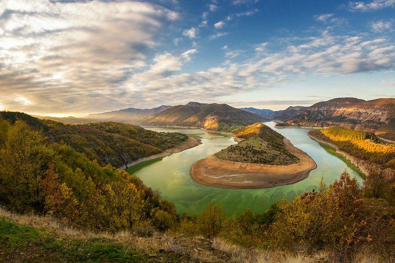 река  Осенью эта, река носит бирюзовые одежды.photo preview