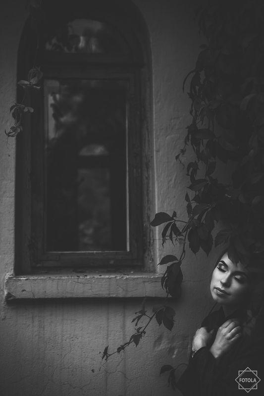portrait, female, face, outdoors, natural light,  Hiddenphoto preview