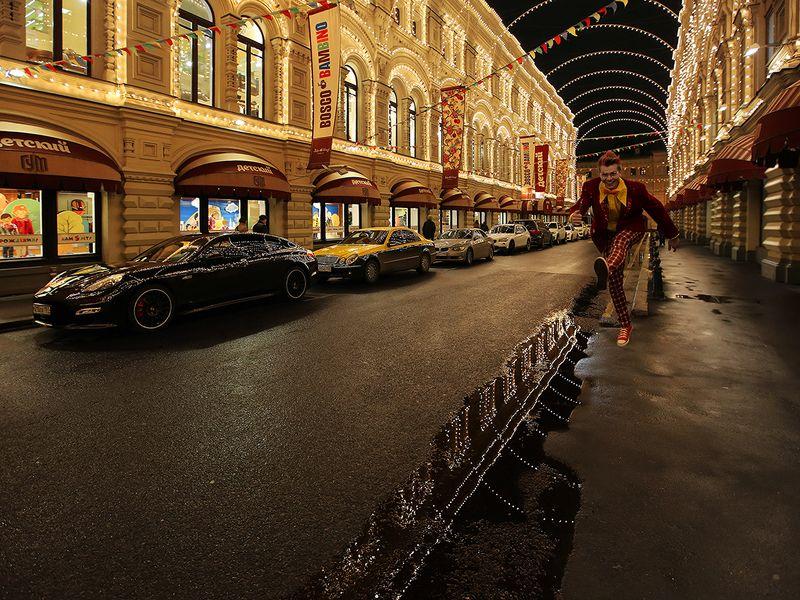 огни, отражение, гирлянды, парень, прыжок, машины, вечер, гум, улица, лужа, дорога, витрины Огни вечернего ГУМаphoto preview