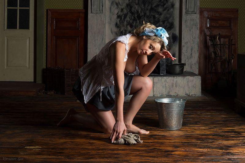 девушка, ню, обнажённая, голая, ведро, камин photo preview