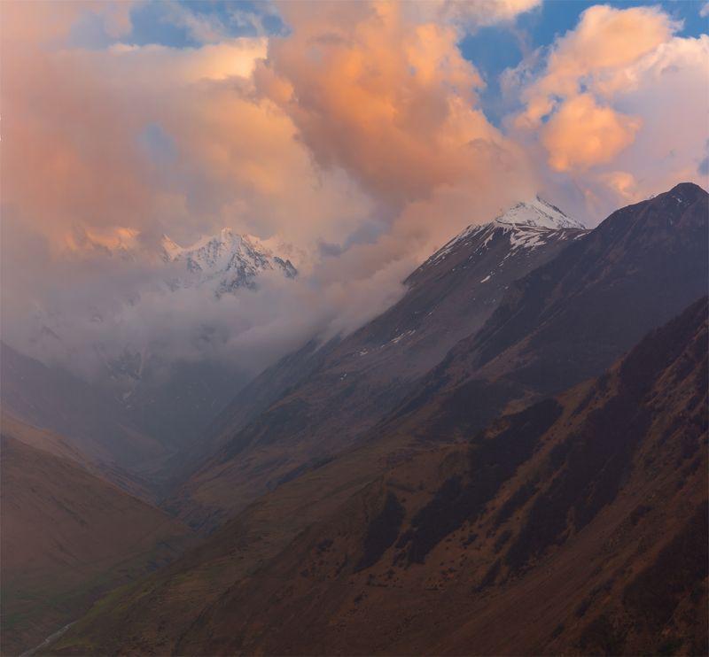 природа, пейзаж, кавказ, горы, весна, вечер, панорама, закат, солнце, небо, облака, свет после закатаphoto preview