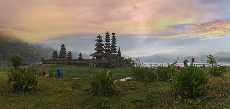 Озеро Тамбилинган. Остров Бали.photo preview