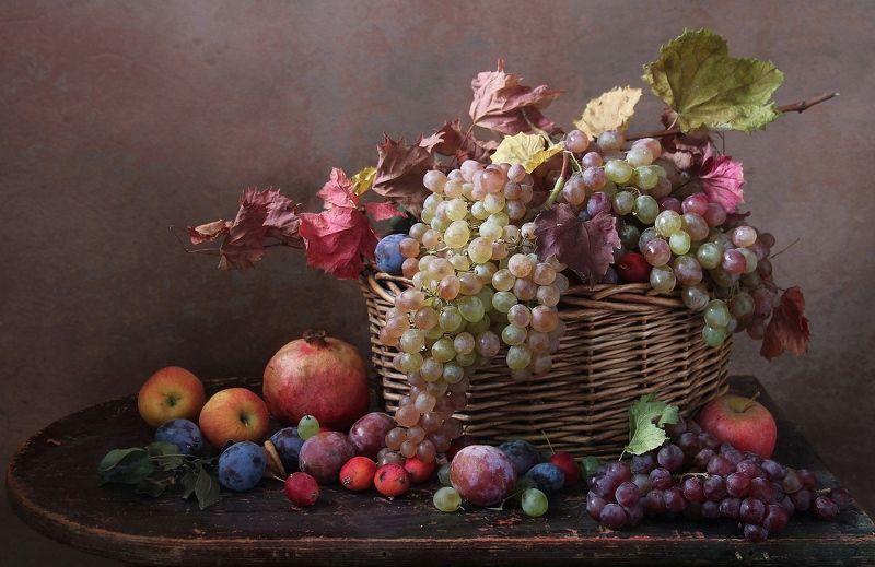 натюрморт,фрукты, марина филатова Осыпаются фрукты в садуphoto preview