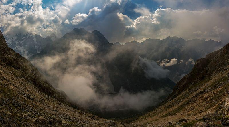 горы проплывают мимо облака...photo preview