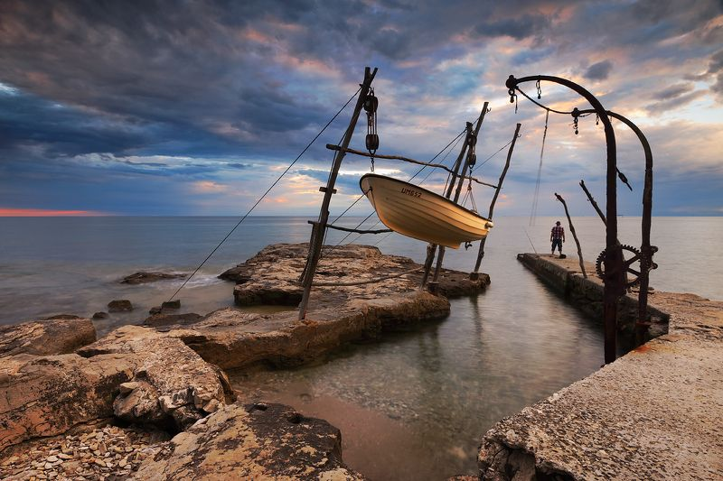 sea, evening, boat, sunset, fisherman, rocks Waterworldphoto preview