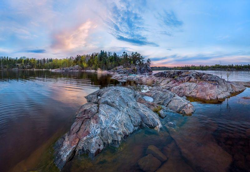 ладожское озеро, карелия, шхеры,  природа, скалы, вода, лес, сосны, остров, сумерки, гранит, закат. Гранитные крыльяphoto preview
