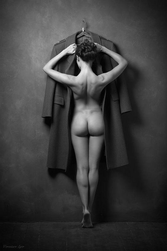 девушка, ню, обнажённая, шинель Шинельphoto preview
