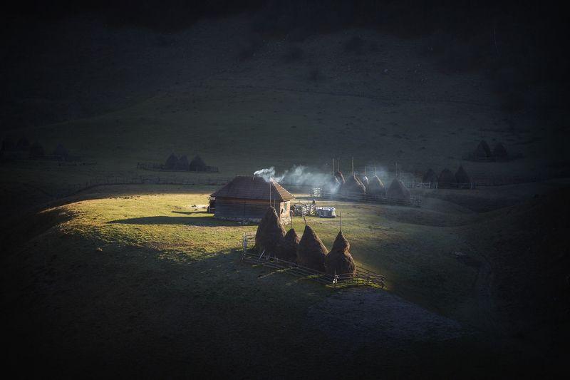 #romania #landscape #fairytale #magic_place #travelphotography #places #sunrise #village #adventure Там где время остонавливается.photo preview