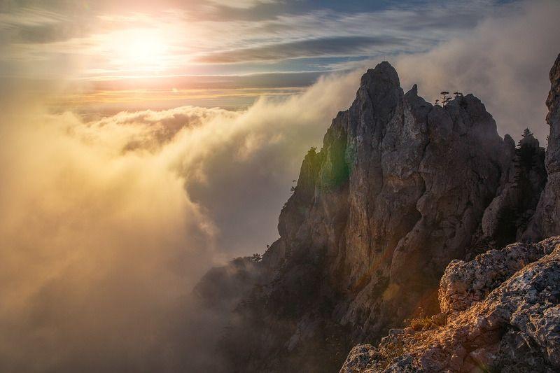 ай-петри,туман,утро,осень,крым,утес,небо,скалы Скалаphoto preview
