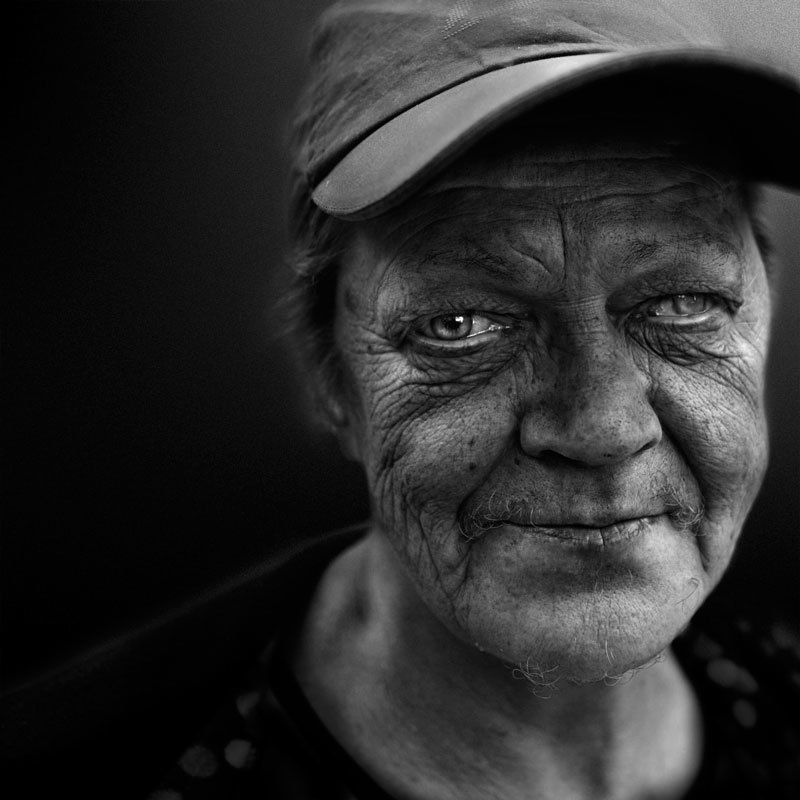 женский портрет без интерьераphoto preview