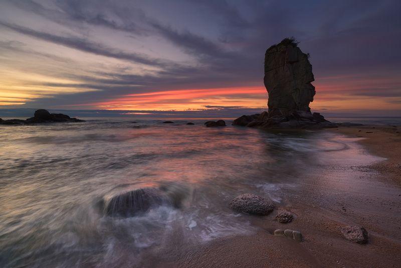 Японское море и камни в закате...photo preview