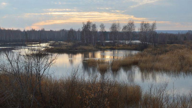 дымка, холод, озеро, тонкий лёд, отражение, солнечный свет, ноябрь Предзимьеphoto preview