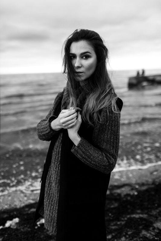 sea, girl, wind, weather, beauty, black and white, hair, beach Jenya Zzzzzzzzzzphoto preview