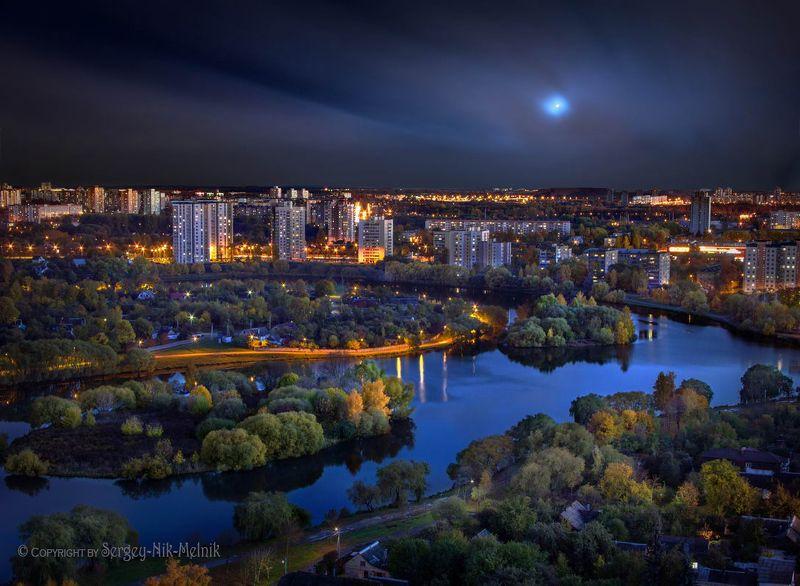 беларусь, город, минс, квечер, луна, фотосфера-минск Острова Везения ...на речушке естьphoto preview