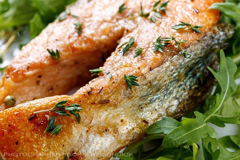 Жаренный лосось с тимьяном и рукколойphoto preview