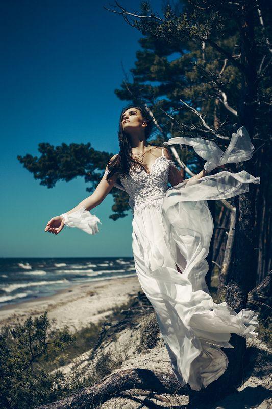 woman, fashion, portrait, bride, wedding, natural light Baltic Goddessphoto preview