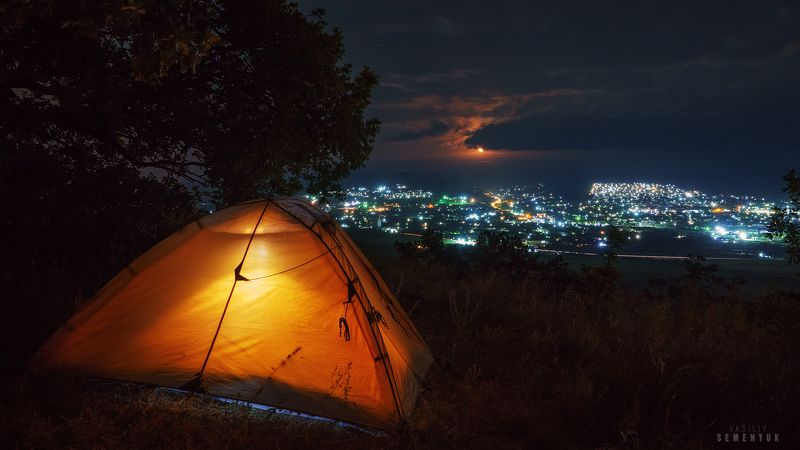 крым, бахчисарай, биюк-яшлау, ночь, городские огни, палатка, луна, длинная выдержка, ночное фото. \