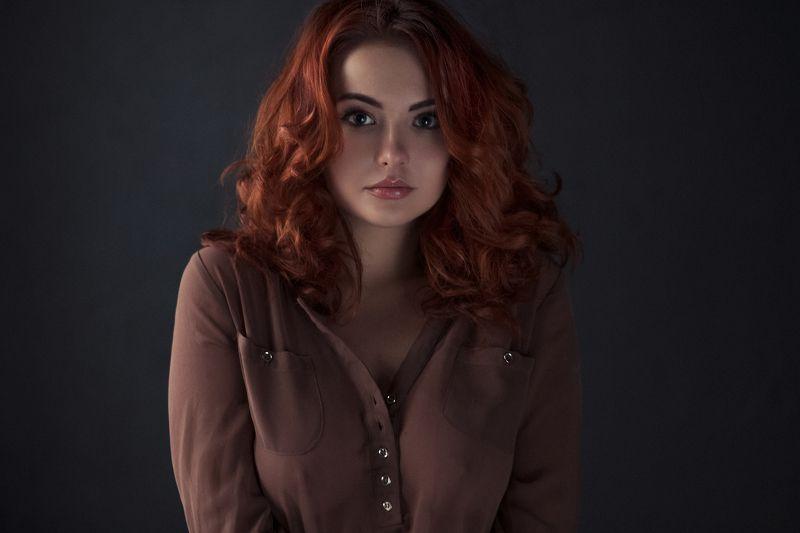 girl,portrait,color,pretty,sensual,cute,redhead,window light, natural light Lisaphoto preview
