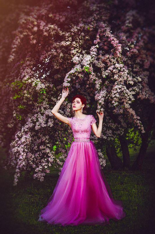 woman, portrait, dress, natural light, fashion The fragile flowerphoto preview