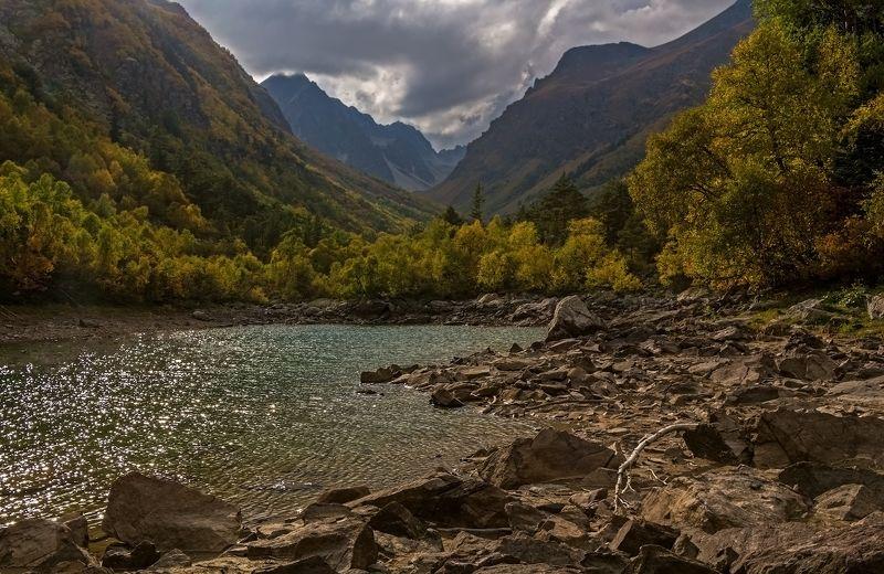 горы, озеро, осень осенние блики...photo preview