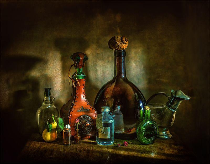 still life, натюрморт,   бутылки, бутылочки, декантер, груша, ракушка, отражение, стекло, натюрмортphoto preview