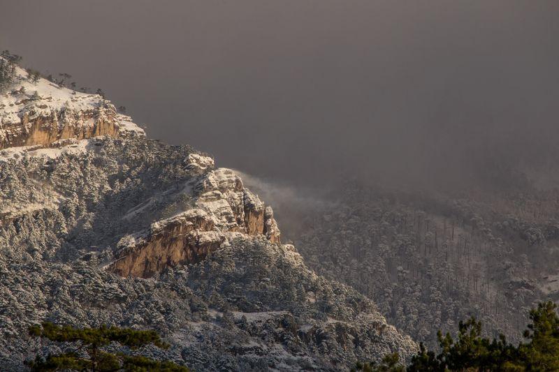 крым,россия,пейзаж,зима,снег,день,лес,деревья,скалы,скала,облака,путешествие,природа Снежный Крымphoto preview