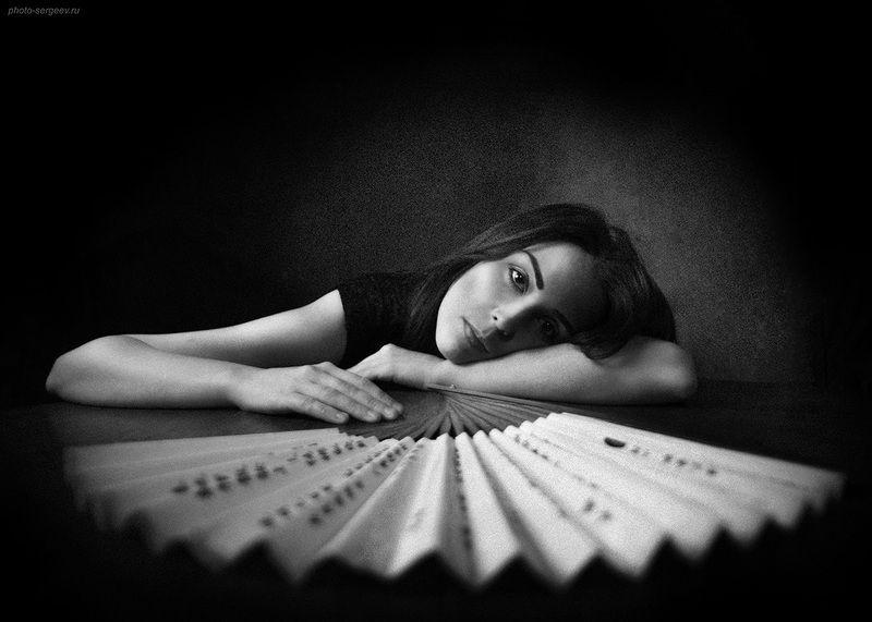 девушка,грусть,настроение,классика Портрет с вееромphoto preview