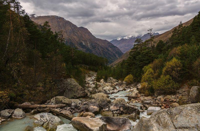 горы, река в плену осеннем шум воды смолкает...photo preview