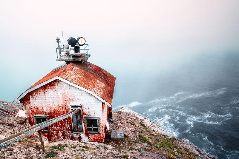 тихий океан, жизнь на краю, дом,маяк, свет, волны, скала,туман, *Livin\' on the edge*photo preview