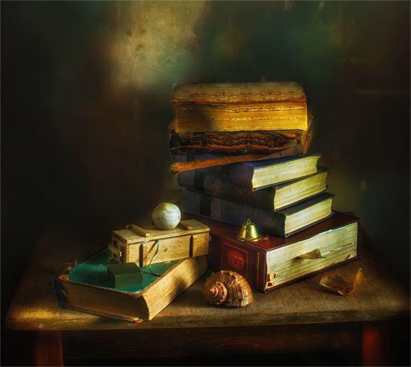 still life, натюрморт,   винтаж,    ретро, книги, ракушка, коробочка, колокольчик, шар натюрморт с книгамиphoto preview