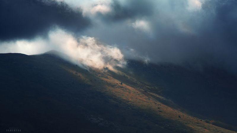 крым, чатыр-даг, гроза, верхнее плато, луч, облака, склон, динамика. Битва за свет.photo preview