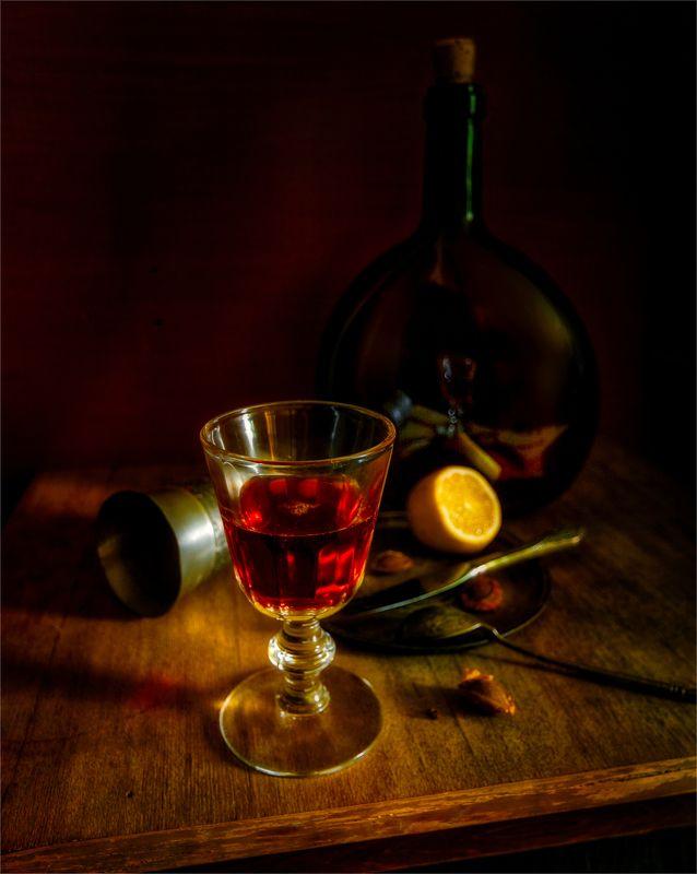 still life, натюрморт,  винтаж, ретро, вино, бокал, стакан, бутылка, лимон, косточки, нож, ложка, отражение бокал винаphoto preview