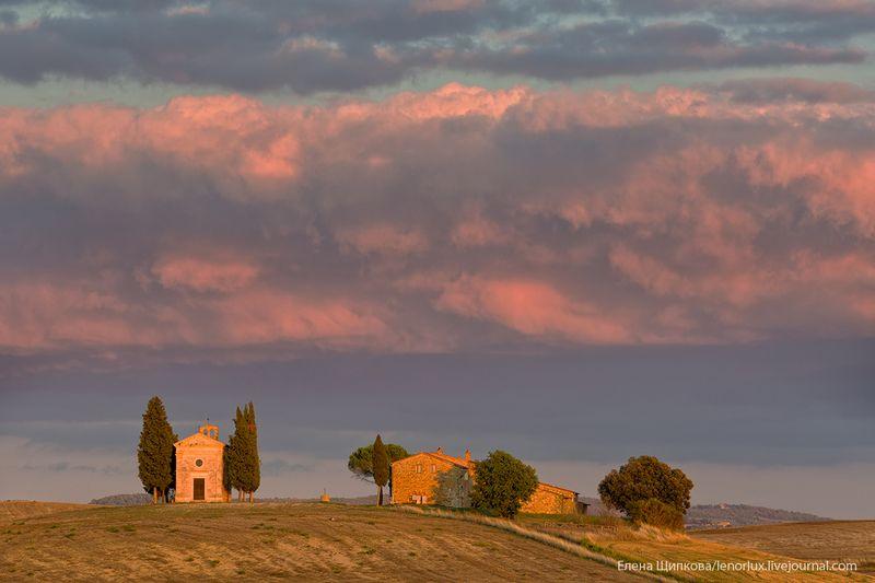Тоскана. Часовня Виталетта на закатеphoto preview