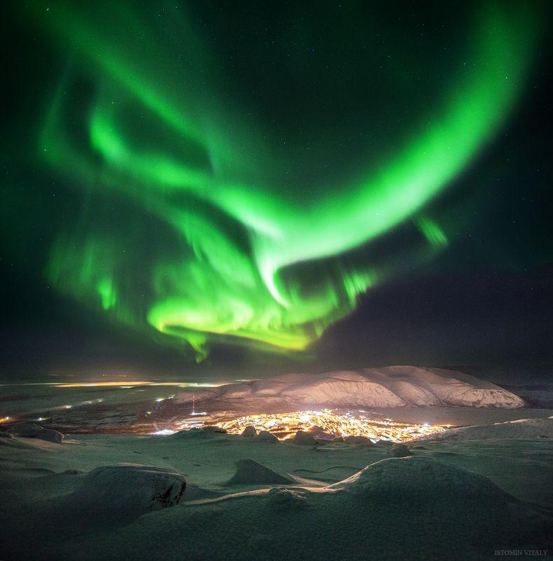 Пейзаж,сияние,аврора,ночь,панорама,звезды,свет,город,красиво Кировскphoto preview