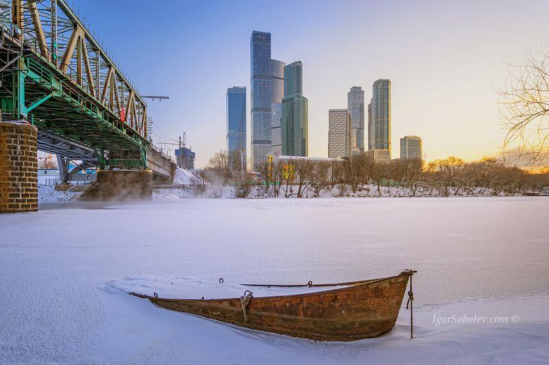 лодка, москва-сити, москва, зима, утро, снег, boat, moscow-city, moscow, winter, morning, snow Московская лодочкаphoto preview