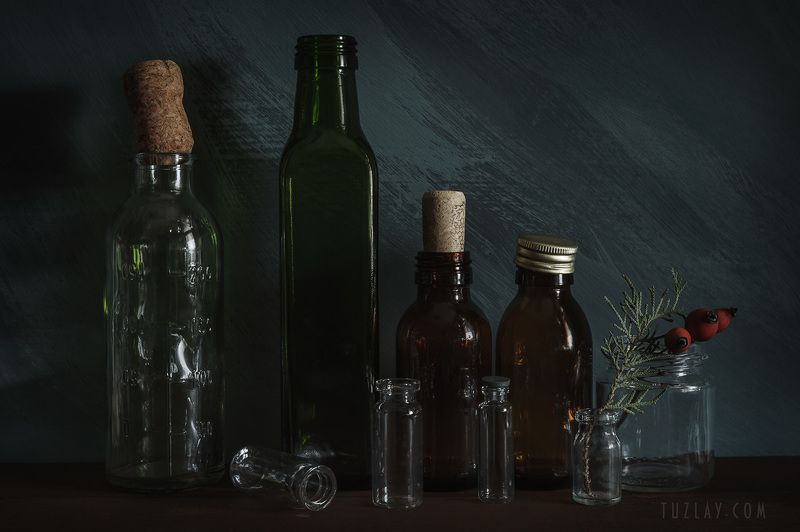 бутыльки, шиповник, флаконы Бутылочные вариации у стены...photo preview