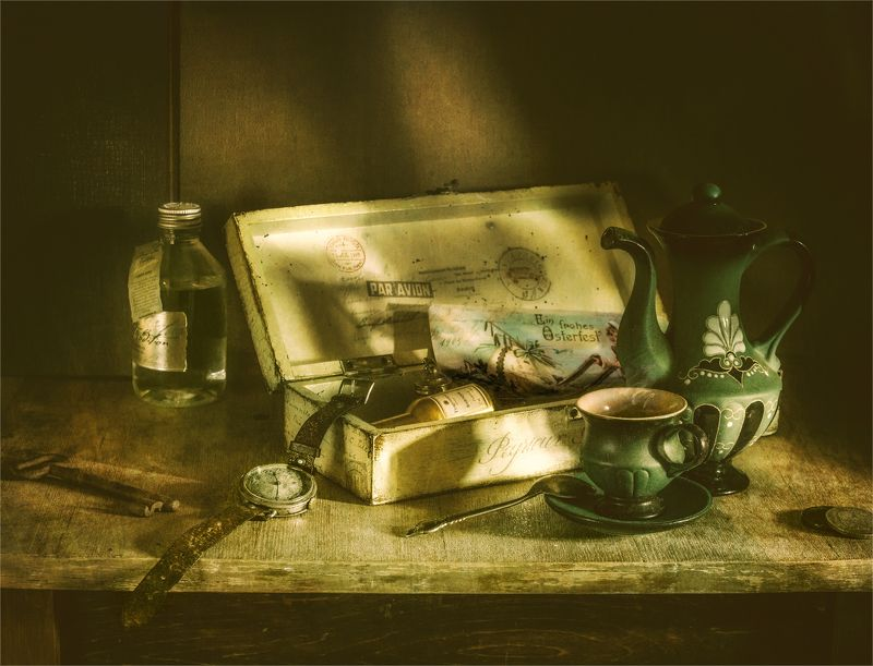 still life, натюрморт,  винтаж, ретро, чайник, чашка, кофе, шкатулка, ключ, бутылка, микстура, часы, ложка натюрмортphoto preview