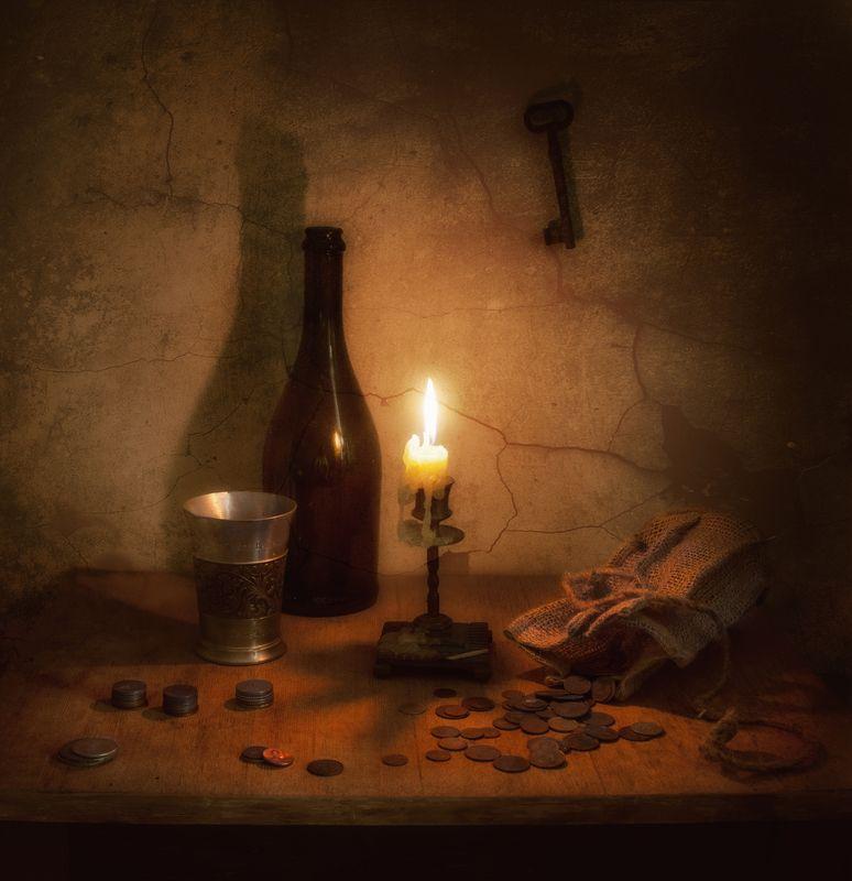 still life, натюрморт, винтаж, ретро, бутылка, стакан, деньги, монеты, мешочек, свеча, подсвечник, огонь, ключ натюрмортphoto preview