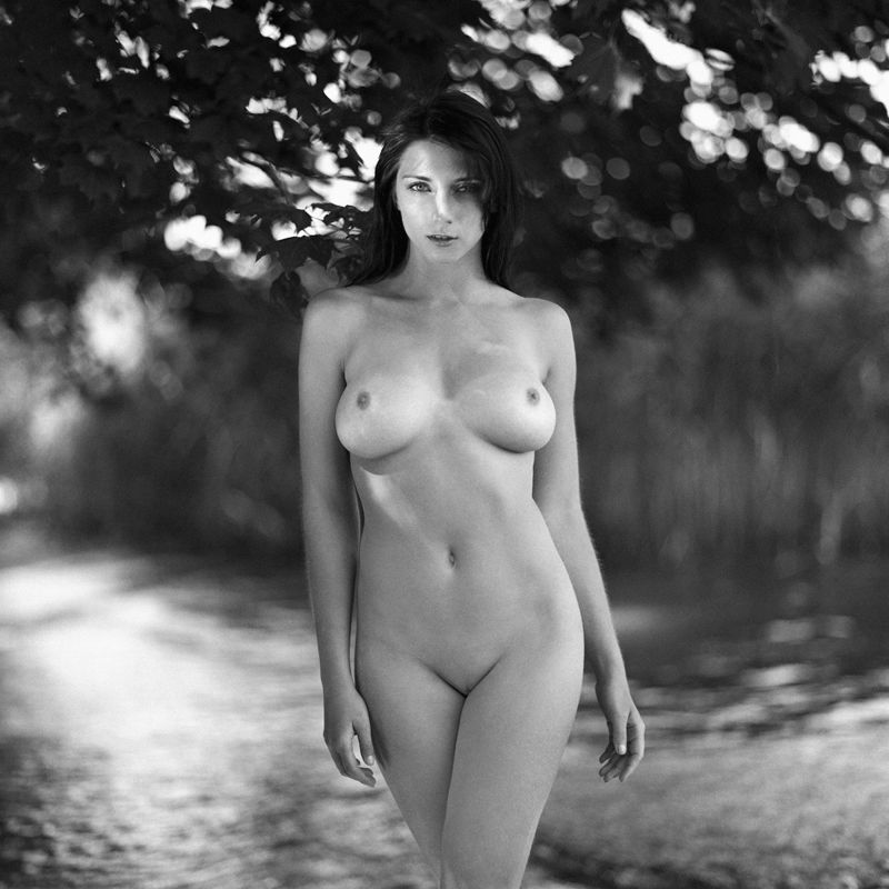 akt, nude, analog, hasselblad, ninoveron, women, bw, 6x6, Agaphoto preview
