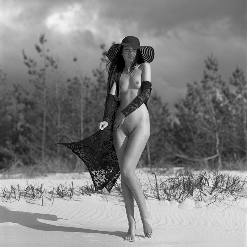 akt, nude, analog, hasselblad, ninoveron, women, topless, fineart, bw, 6x6, sun, Mishaphoto preview