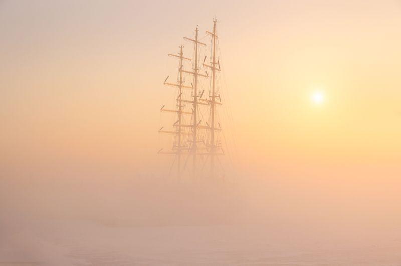 фрегат «Мир» в морозном тумане…photo preview