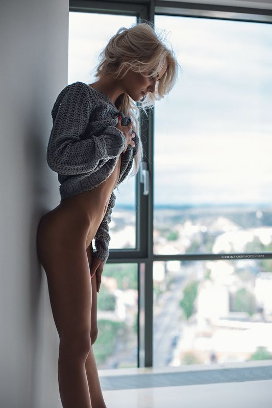 girl, blond, zilinskas, nude, skyscraper, glamour, skinny, Don\'t look downphoto preview