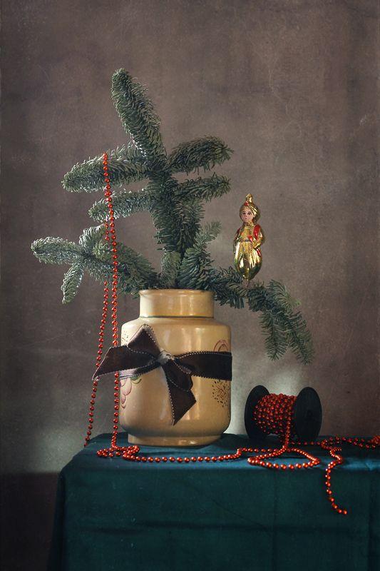 натюрморт, новый год, ветка ели, игрушки Новогодние зарисовкиphoto preview