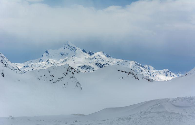 природа, пейзаж, горы, кавказ, эльбрус, снег, весна, вершины, панорама, Со склона Эльбрусаphoto preview